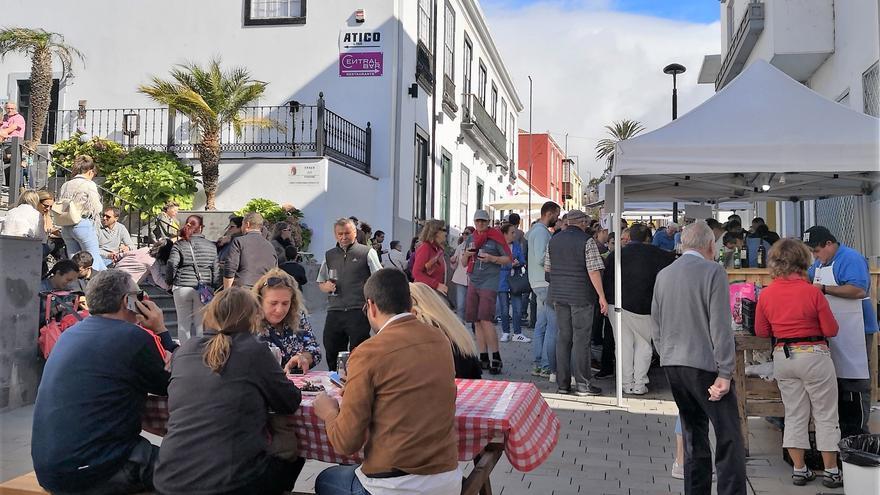 Numeroso público se reunió en la calle Manuel Taño.