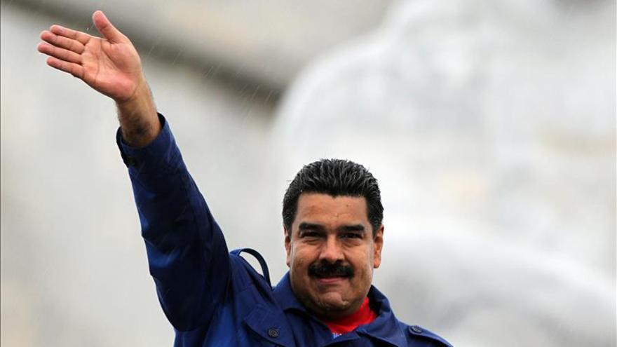 """Maduro elogia la """"proeza"""" soviética al llegar a Moscú para el aniversario del fin de la guerra"""