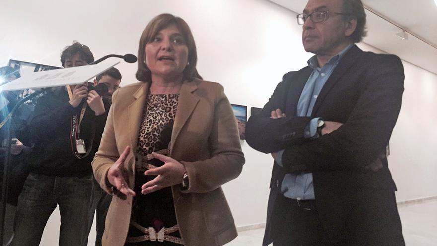 Los portavoces del PP y PSPV en las Corts, Isabel Bonig y Manolo Mata