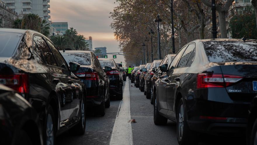 El Govern catalán ofrece una hora de precontratación para los vehículos VTC