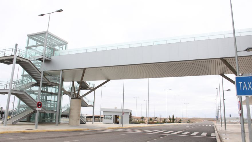 """IU """"lamentaría"""" que el aeropuerto de Ciudad Real vuelva a manos de los que lo """"arruinaron"""""""