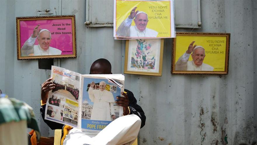 Los africanos esperan al Papa Francisco