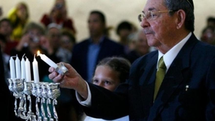 El presidente cubano, Raúl Castro, en una ceremonia judía en La Habana.