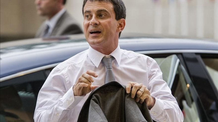 Valls rompe su silencio en defensa de su política de inmigración