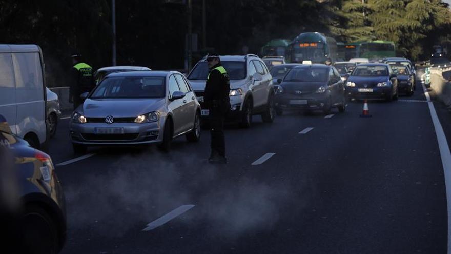 Mañana y el sábado podrán circular todos los coches en Madrid, pero no aparcar