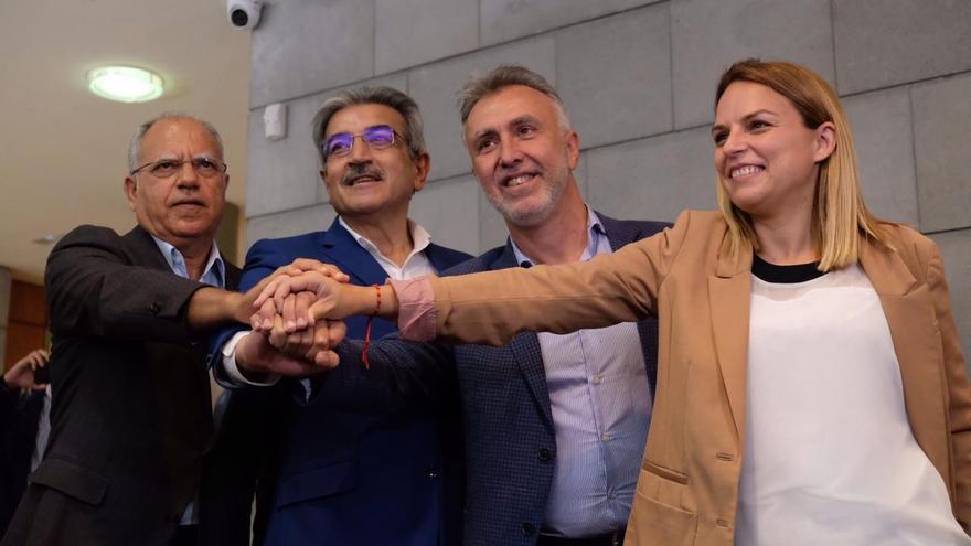 Casimiro Curbelo, Román Rodríguez, Ángel Víctor Torres y Noemí Santana, tras anunciarse el acuerdo de progreso en Canarias