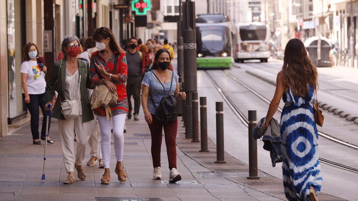 Personas con mascarilla en Vitoria-Gasteiz