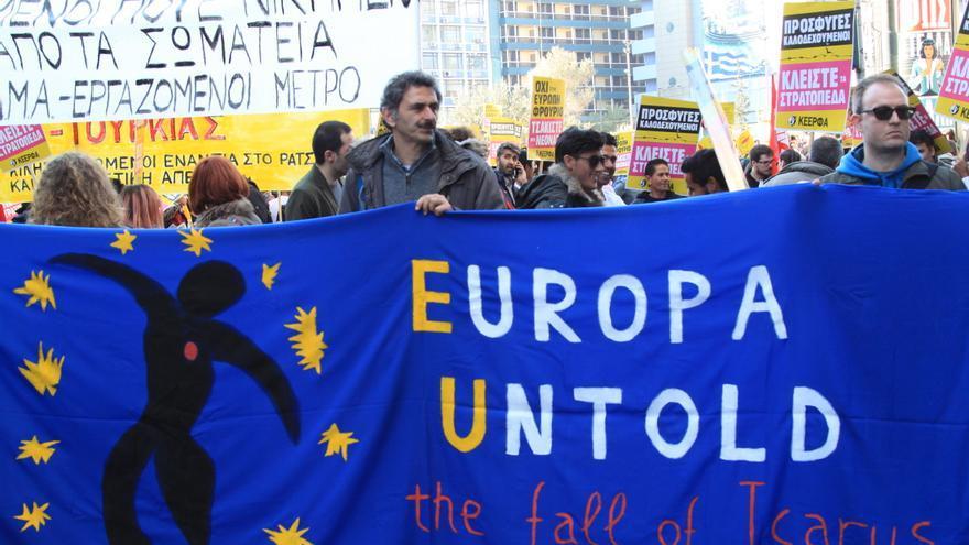 Manifestación en Atenas contra el pacto UE-Turquía de refugiados cuando se cumple un año de su firma. | Foto de Sara Shedden