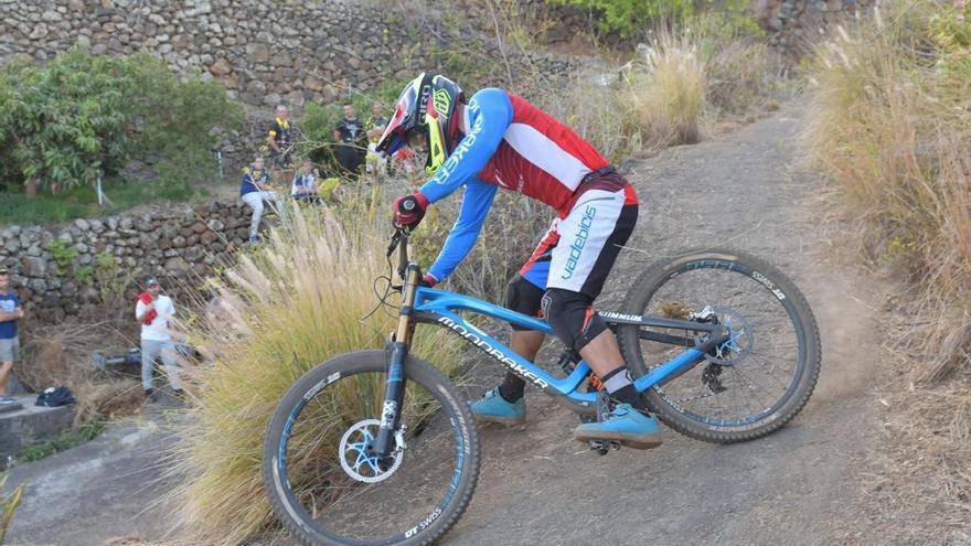 El ciclista Edgar Carballo durante la prueba. Foto: ALEXIS MARTÍN.
