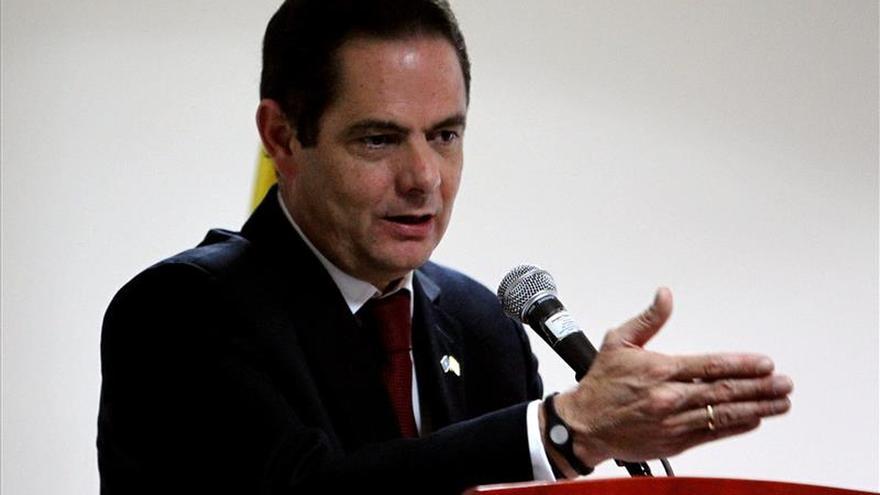 """Vicepresidente colombiano se someterá a una """"pequeña cirugía"""" cerebral"""