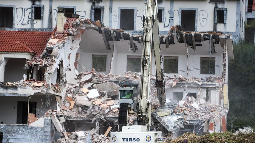 Está previsto que los trabajos de demolición del Alto del Cuco concluyan en enero.   JOAQUÍN GÓMEZ SASTRE