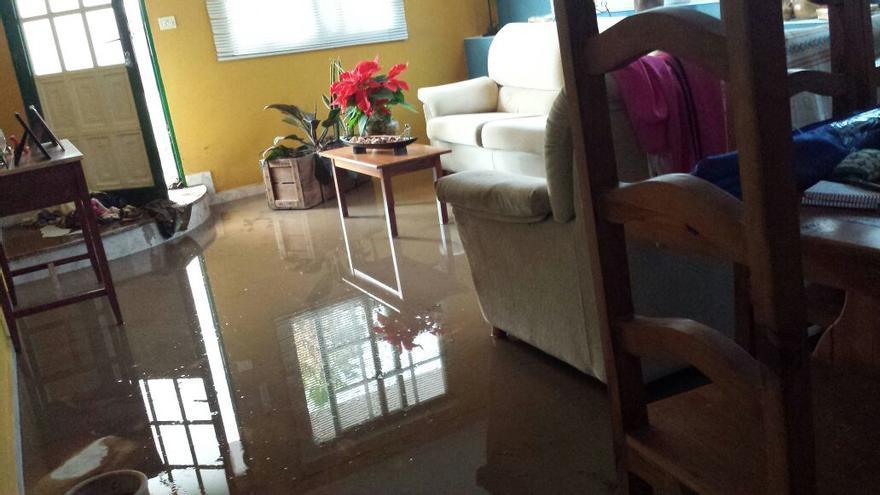 En la imagen, parte inundada del interior de la casa. Foto: CARLA RODRÍGUEZ.