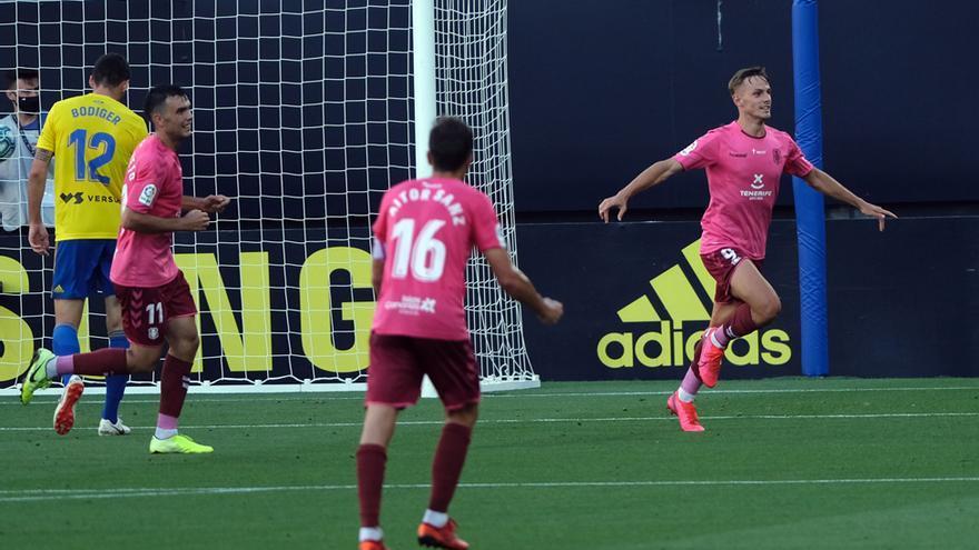 Dani Gómez celebra el 0-1 del Cádiz-Tenerife