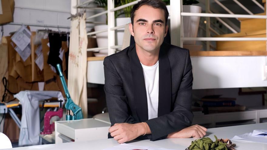 Eibar (Gipuzkoa) acogerá desde el viernes una exposición de bocetos del diseñador de moda Ion Fiz