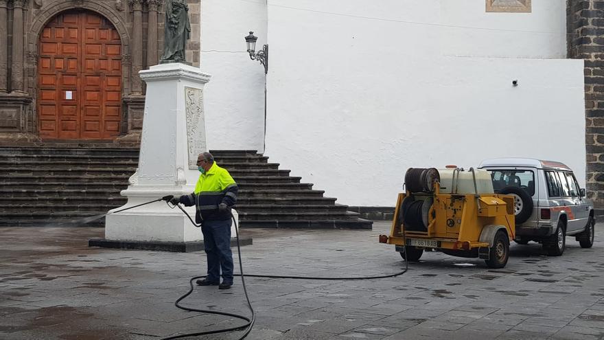 Limpieza en la Plaza de España.
