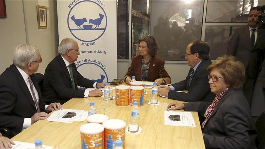 Doña Sofía apoya al Banco de Alimentos de Madrid ante su campaña de recogida