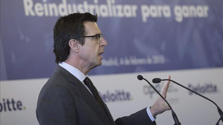 Soria aboga por unir competencia e inversiones en la normativa sobre la fibra