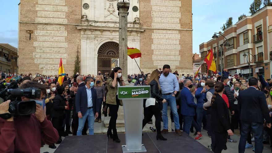 La candidata de Vox a la Presidencia de la Comunidad de Madrid, Rocío Monasterio, y el presidente de la formación, Santiago Abascal.