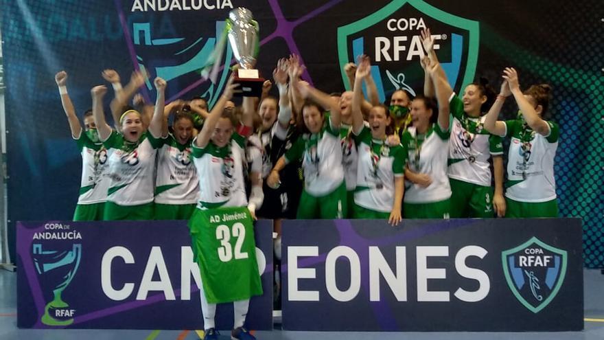 Las jugadoras del Deportivo Córdoba celebran la Copa de Andalucía | DEPORTIVO CÓRDOBA