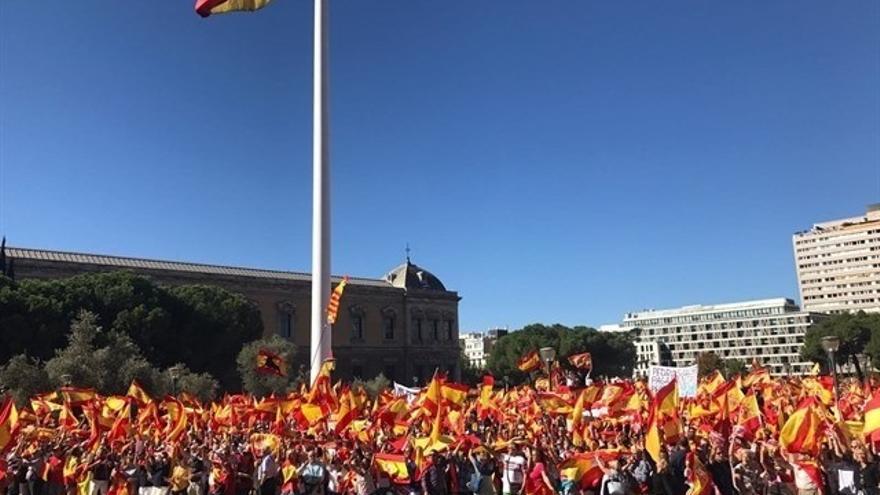 Multitudinaria concentración en Colón en defensa de la Constitución y de la unidad de España