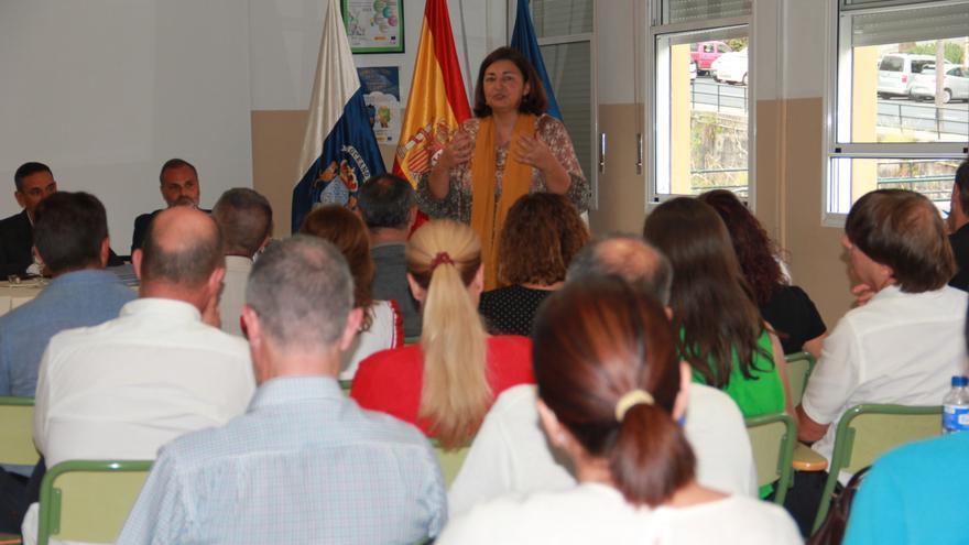 Reunión de la consejera de Educación, Universidades, Cultura y deportes del Gobierno de Canarias, María José Guerra, con los equipos directivos de los centros educativos y las Asociaciones de Madres y Padres del alumnado (AMPAS) de La Palma.