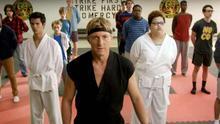 """'Karate Kid' vuelve 34 años después para """"dar cera, pulir cera"""" en una webserie, y es buena"""