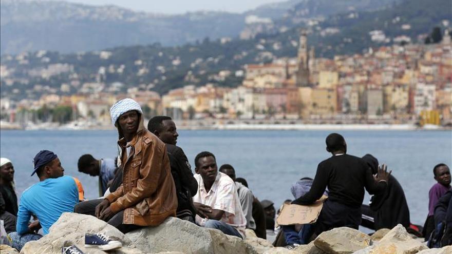 """Italia improvisa """"campos de refugiados"""" ante el cierre de fronteras europeas"""