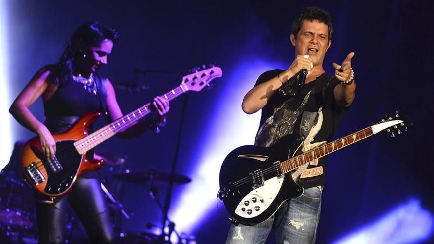 Alejandro Sanz se deja tocar, ver y oír en el Festival de la Guitarra de Córdoba