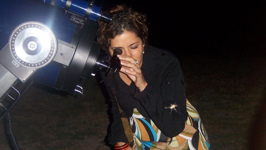 Público en observación astronómica