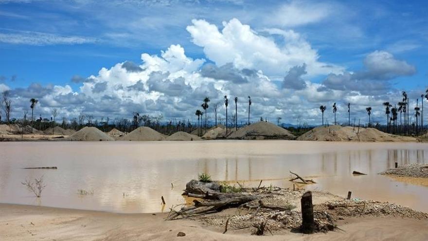 Perú usará drones para detectar la minería ilegal en una reserva natural de la Amazonía