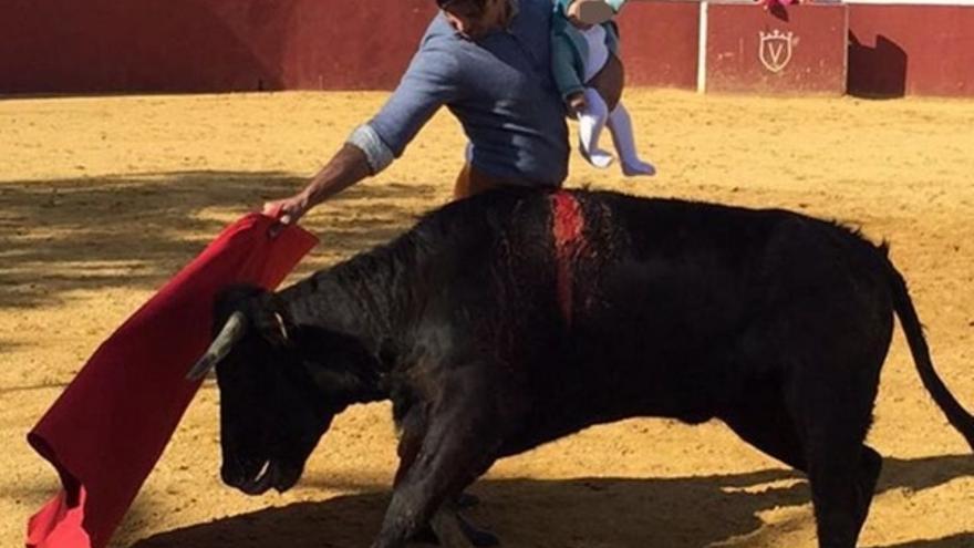 Defensor del Menor de Andalucía traslada a la Fiscalía las actuaciones por la foto de Fran Rivera toreando con su hija