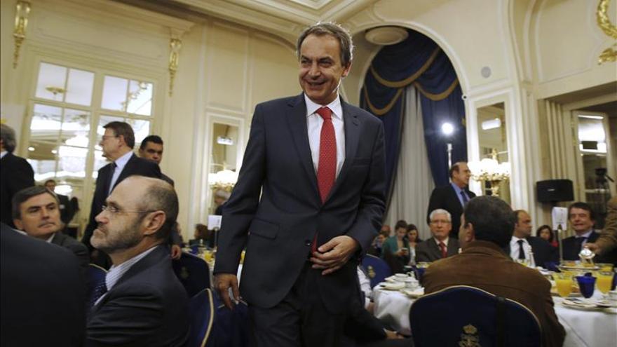 Zapatero dice a C's y Podemos que la gente está mirando lo que hacen con Díaz