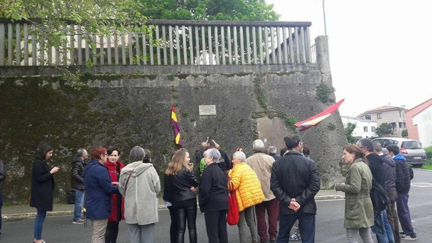 Ofrenda floral en Canido (Ferrol), en el lugar donde el franquismo llevó a cabo varias ejecuciones