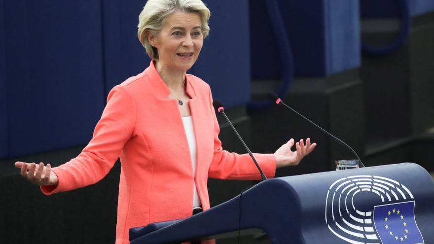 Von der Leyen preparará una ley para garantizar la independencia de la prensa