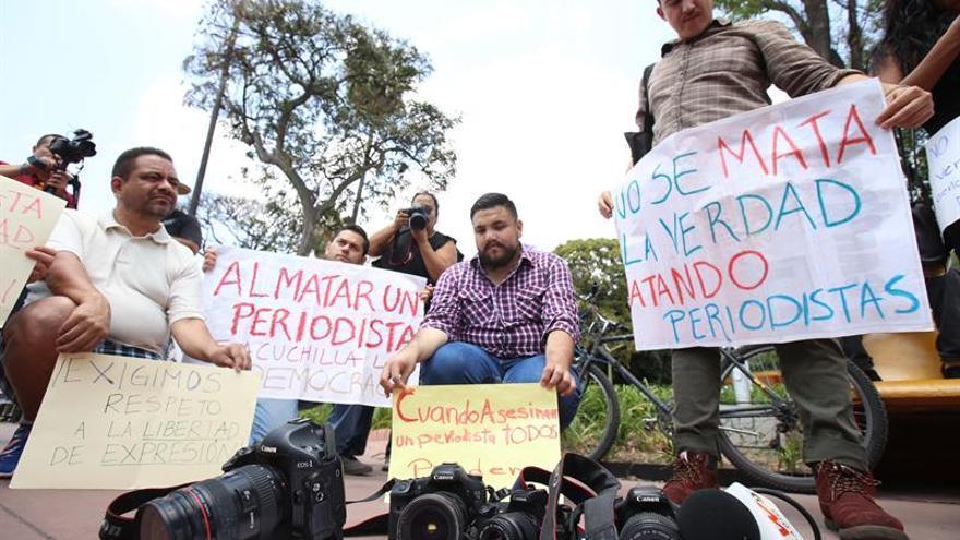 La Unión Europea condena asesinato de periodista mexicano García Corona