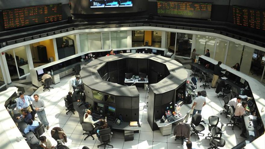 Las bolsas de América Latina siguen a Wall Street en la senda de los resultados mixtos