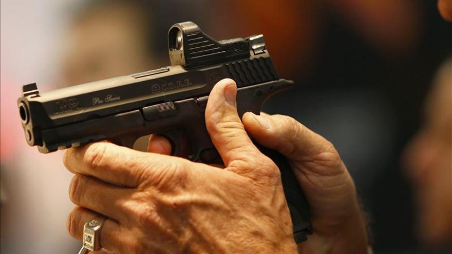 EE.UU. registra menos asesinatos con armas que hace 20 años, pese a la percepción