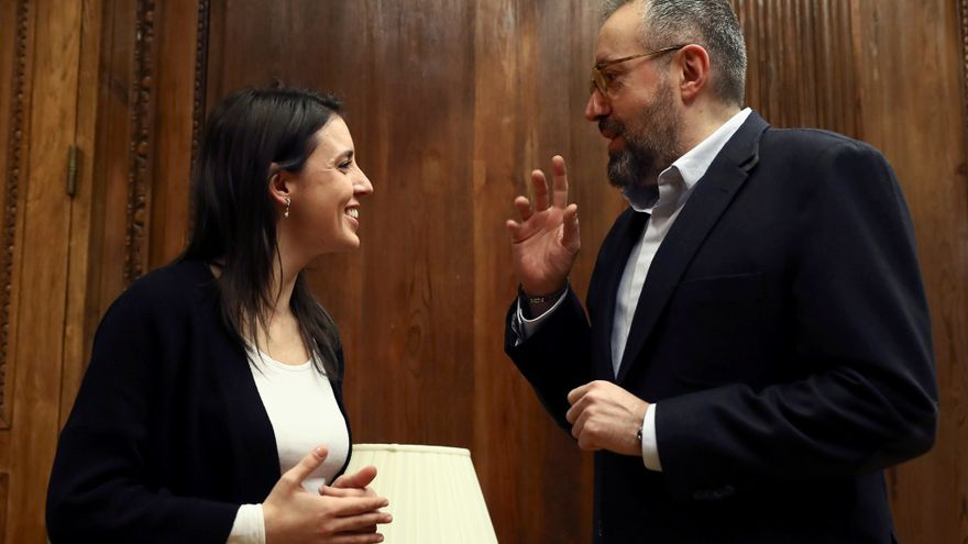 Irene Montero y Juan Carlos Girauta, antes de su reunión para estudiar la reforma electoral.