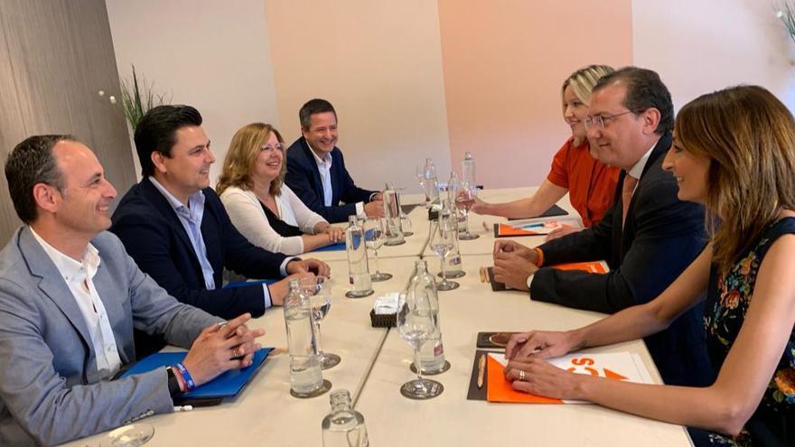 Los comités negociadores de PP y Ciudadanos de la Región de Murcia reunidos