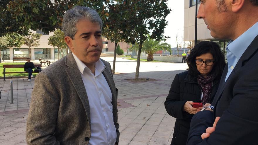 Homs dice que no le incomodaría ver más Ejército en Cataluña si se eleva la alerta antiterrorista