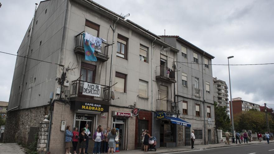 Hay 16 pisos, cinco casas y dos negocios en activo afectados por la operación urbanística en El Pilón.   Joaquín Gómez Sastre
