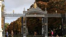 Una de las entradas del Jardín del Buen Retiro. / Europa Press