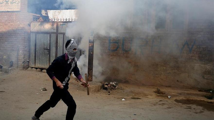 Escuelas cerradas y violencia marcan cuatro meses de protestas en Cachemira