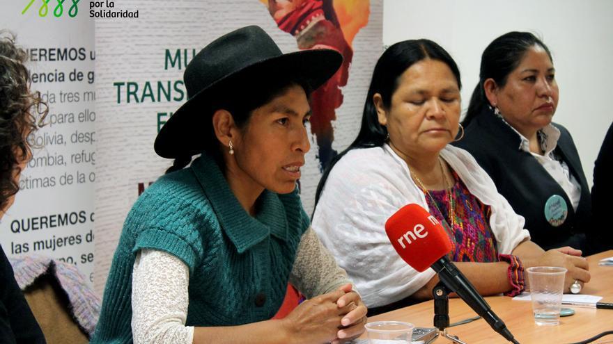 De izquierda a derecha, Irene Achacollo, Ana Rutilia Ical y Verónica Gálvez.