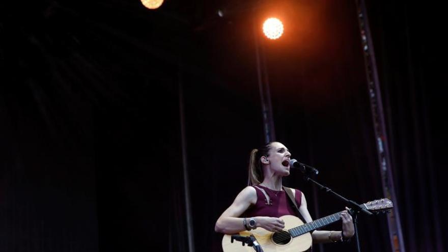La cantante española Conchita actúa durante un concierto.