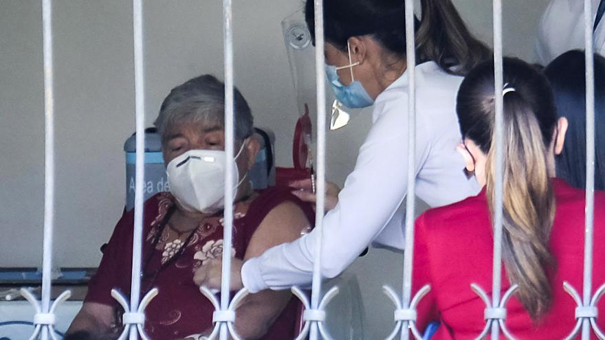 Costa Rica aprueba vacuna de AstraZeneca sin límite de edad desde los 18 años