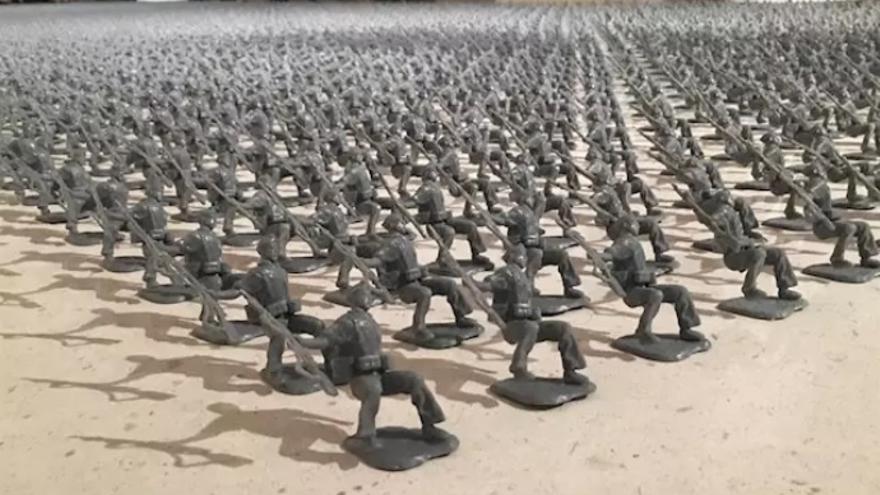 La mítica imagen del miliciano de Robert Capa en juguete