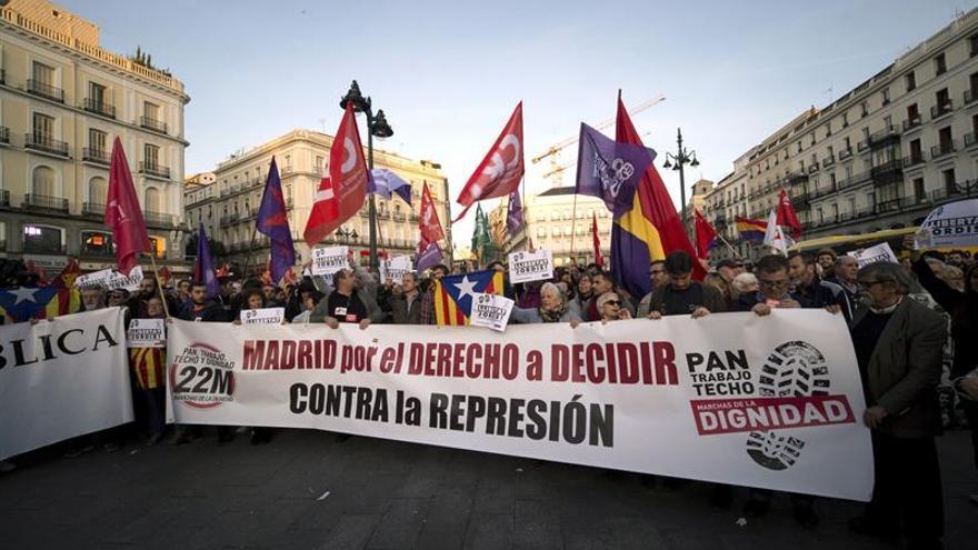 """Varios cientos de personas rechazan en Madrid el 155 por """"tinte dictatorial"""""""