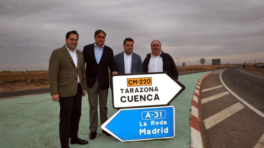 De derecha a izquierda: Tirado, Serrano, Mariscal y Núñez visitan el trazado de la futura autovía