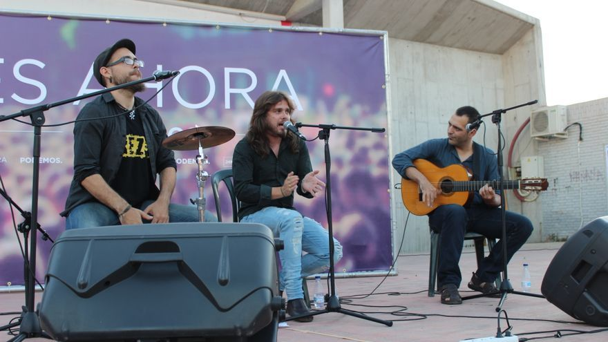 Actuación musical previa al acto de Podemos en Murcia / PSS